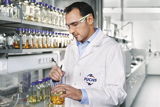 A laboratory employee checks the quality of the FUCHS lubricants.